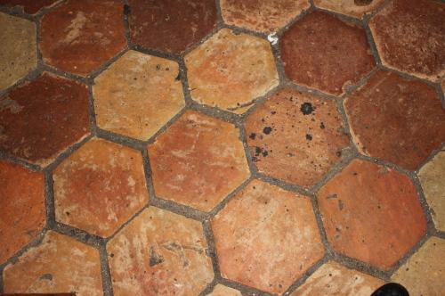 terracotta tiles at les deux abeilles