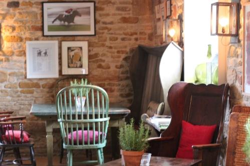 kingham pub
